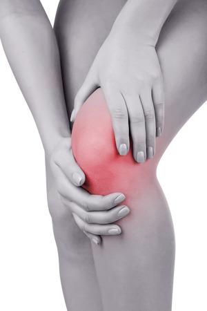 dolor: Mujer que hace que el dolor de rodilla aislado en un fondo blanco Foto de archivo