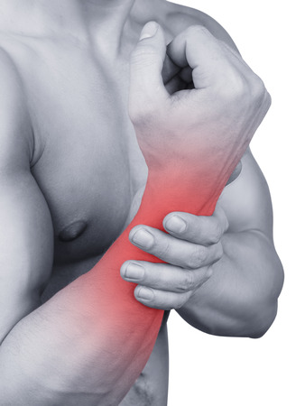 masaje deportivo: Hombre con dolor en la mano aisladas sobre fondo blanco Foto de archivo