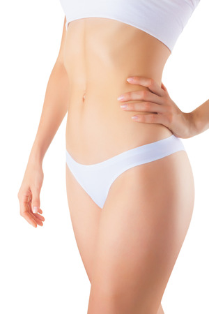 corps femme nue: Le corps d'une jeune femme belle isol� sur fond blanc
