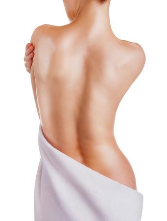 Schöne Rücken einer jungen Frau isoliert auf weißem Hintergrund