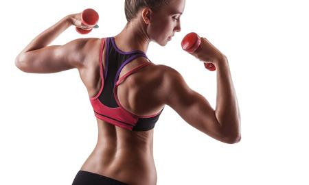 Muskulöses Eignungmädchen mit Gewichten posiert auf einem weißen Hintergrund. Rückansicht Standard-Bild - 38731795
