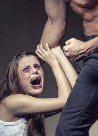 violencia sexual: Mujer víctima de la violencia doméstica y el abuso