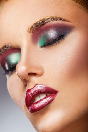 Volto di Close-up di una bella donna sexy con make-up moda