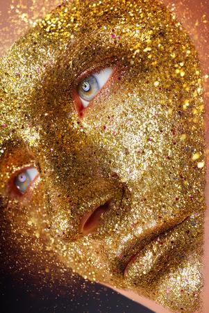 Fashion makeup. Beautiful young woman with golden makeup Standard-Bild - 120933731