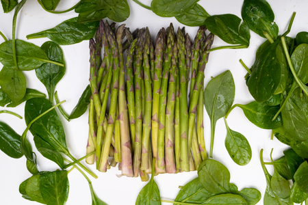 Eat your greens spinach and asparagus. Healthy eating. Stockfoto