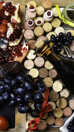 balsamic vinegar in a glass jug with fresh red grapes on wine corks background, rich with resveratrol, flavonoids, antioxidants, pomegranate, cranberry, blueberry, tomatoes Banque d'images