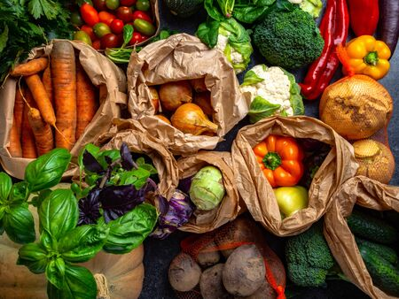 Selección de alimentación limpia de alimentos saludables de vegetales Bio. Verduras orgánicas, dieta de desintoxicación, cerrar