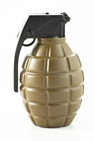 bomba a orologeria: Primo piano del giocattolo granata su sfondo bianco Archivio Fotografico