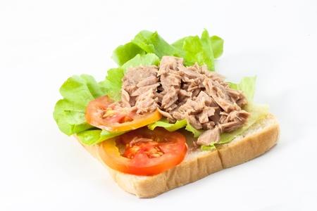 atun: Prepara at�n sobre un pan para s�ndwich Foto de archivo