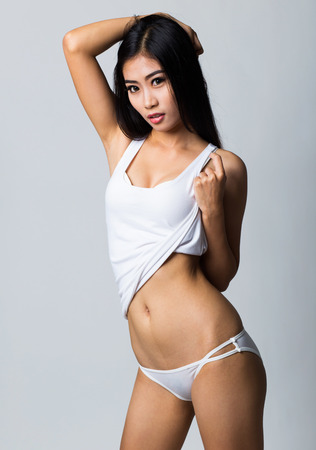 Asiaten in Dessous Bilder