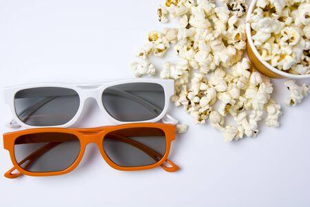 pareja comiendo: 3d glasses with popcorn