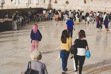 Jerusalem Palestine 08.04.2019 Western wall world famous pilgrimage destination for crowds of people 에디토리얼