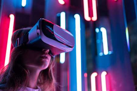 Vr headset. A woman looks around in virtual reality. Technological device for content consumption Foto de archivo
