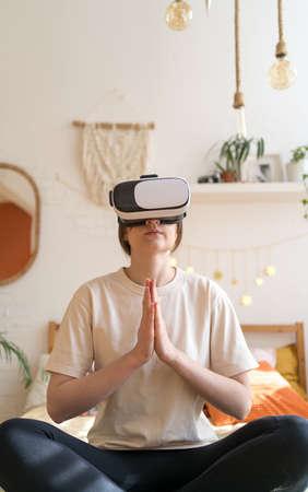 Mindfulness exercises, meditation. Yoga in VR glasses. Practicing meditation Imagens
