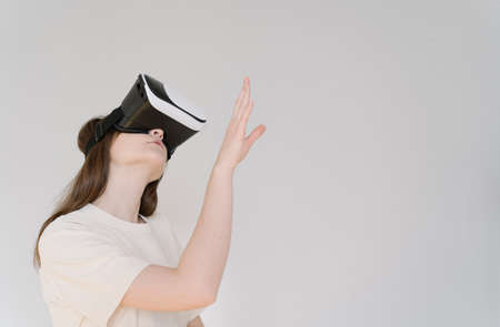 A person in cyberspace. Modern VR technology. Copyspace Imagens