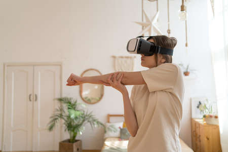 Sport in virtual space. Gym in VR headset. Stretching and exercise without leaving home Imagens
