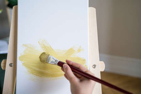 The artist paints a picture with a brush, a close-up. Abstract drawing Archivio Fotografico