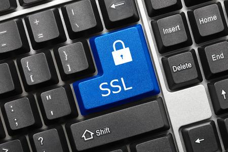 protección: Vista de primer plano en el teclado conceptual - SSL (tecla azul) Foto de archivo