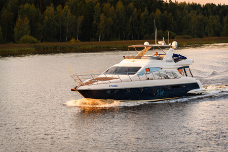 Russia, Moscow August 2018: small high-speed boat sails on the river channel of Moscow Sajtókép