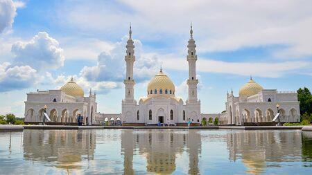 Beautiful white mosque in Bulgars. Republic of Tatarstan, Russia. Islam, religion and architecture. Standard-Bild