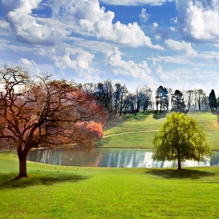 Spring Park Lake in het voorjaar park Wolken Stockfoto