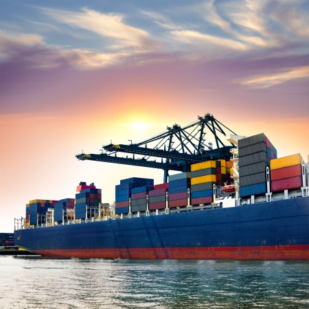 Cargo Seehafen. Sea Ladekräne. Sea. Standard-Bild