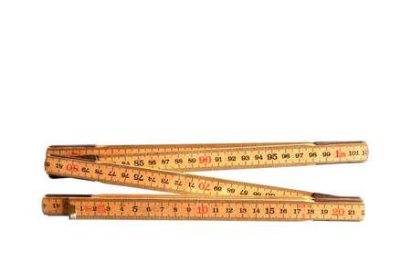 Yardstick isoliert auf weiß in Zentimetern gefaltet.