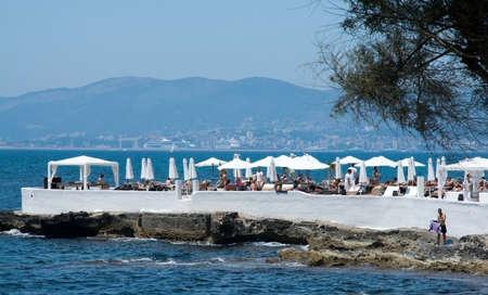 Can Pastilla Mallorca Spagna 24 LUGLIO 2014: beach Puro popolare beach club esclusivo con la gente su una calda giornata estiva su 24 luglio 2014 a Can Pastilla Maiorca in Spagna.
