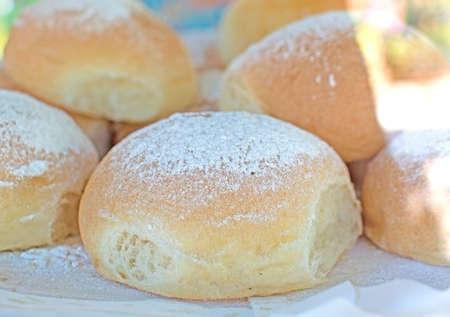 코카콜라 드 Patata는 Valldemossa, 마요르카, 발레 아레스 제도, 스페인에서 빵집에서 디스플레이에 근접 촬영 만두. 스톡 콘텐츠