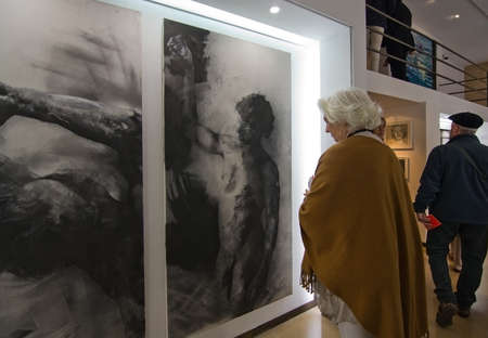 PALMA DE MALLORCA, SPAIN - MARCH 25, 2017: Woman watching a work of art in charcoal on canvas at art brunch event in one of the participating galleries Galeria K on March 25, 2017 in Palma, Mallorca, Spain. Redakční