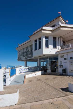 PALMA DE MALLORCA, BALEARISCHE EILANDEN, SPANJE - APRIL 10, 2016: Club Nautic-de bouw in Cala Gamba in Palma de Mallorca, de Balearen, Spanje op 10 April, 2016.