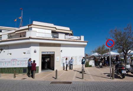 PALMA DE MALLORCA, BALEARISCHE EILANDEN, SPANJE - APRIL 10, 2016: Club Nautic-de bouw in Cala Gamba in Palma de Mallorca, de Balearen, Spanje op 10 April, 2016. Stockfoto - 89738887