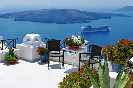 incredible santorini patio with view Standard-Bild