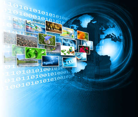 tecnologia informacion: Brillante globo con varias pantallas de los medios de comunicaci�n - Imagen