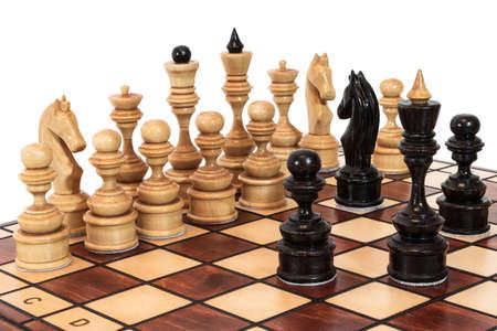 Stukken van het schaakspel op het bord witte achtergrond