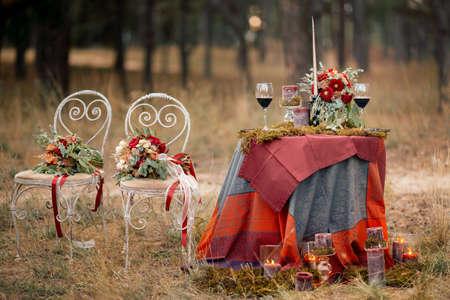 Foto retro estilizada de ajuste de la tabla de la boda en estilo rústico Foto de archivo - 56183473