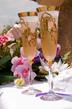 romanticist: wedding champagne