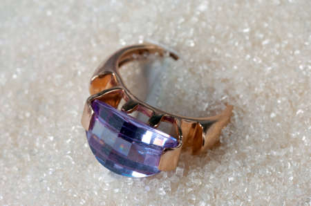 gamme de produit: gold ring with gemstone