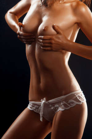 naked: Mooie jonge naakte vrouw geïsoleerd op zwart