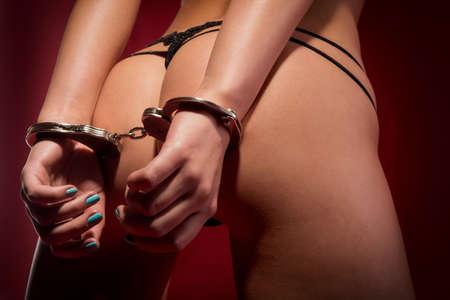 sex: sexy billen en handen in manacle Stockfoto