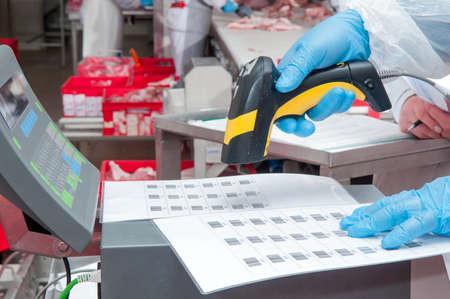 Cession de biens code à barres à la viande d'usine Banque d'images - 38034292