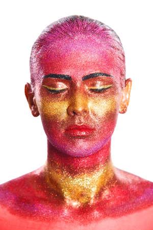 glitter makeup: Maquillaje del brillo en una hermosa cara de la mujer sobre un fondo blanco. Dise�o Contempor�neo Creativo
