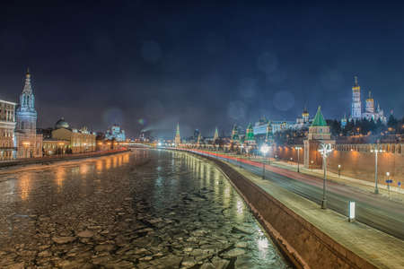 Russia, Moscow, night view of the Moskva River, Bridge and the Kremlin Фото со стока - 134893883