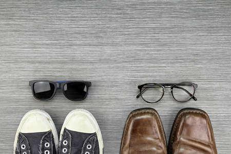 男性ファッションのさまざまなスタイルは、フォーマルとカジュアルのファッション スタイル、スニーカー、レザー シューズ、サングラス、眼鏡オ