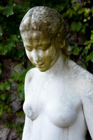 eine historische Statue an der Villa Bergfried Saalfeld