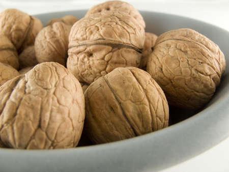 memorise: walnuts in plate