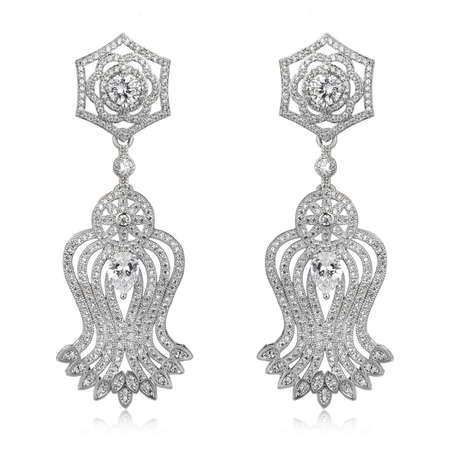 Pair of silver diamond earrings isolated on white background 免版税图像