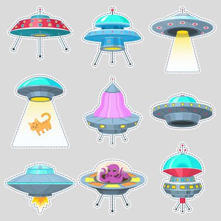 Set von UFO-Aufklebern. Außerirdische Raumschiffe, nicht identifiziertes Flugobjekt, fantastische Raketen, kosmische Raumschiffe im Weltraum. Vektor-Illustration auf weißem Hintergrund. GUI-Elemente, Cartoon Flat-Spiel