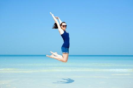 Young beautiful woman posing on the beach in the summertime Foto de archivo