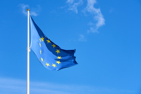 Flag of Europe against a clear blue sky. Copy space. Stockfoto